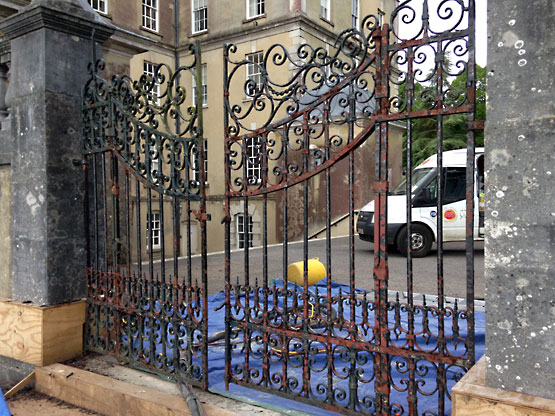 Metal Gate Blast Cleaning Restoration