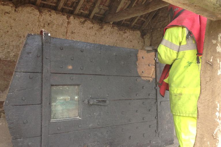 timber-sandblasting-door-alberny-051a